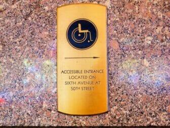 纽约的无障碍设施 - 指示标识