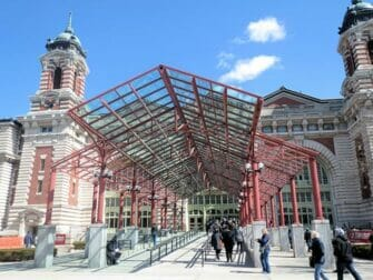 纽约埃利斯岛 - 博物馆入口处