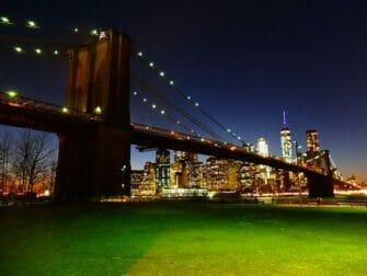 纽约公园精选 - 夜晚的布鲁克林大桥公园