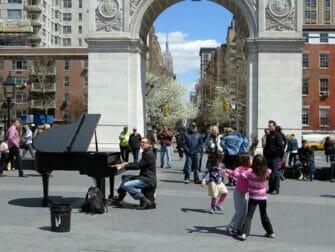 纽约公园精选 - 华盛顿广场公园音乐表演