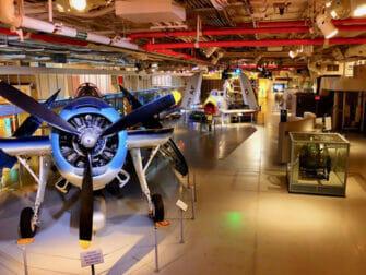 纽约无畏号海天航空博物馆 - 博物馆内部