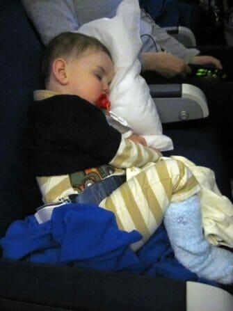 与婴儿一起飞往纽约