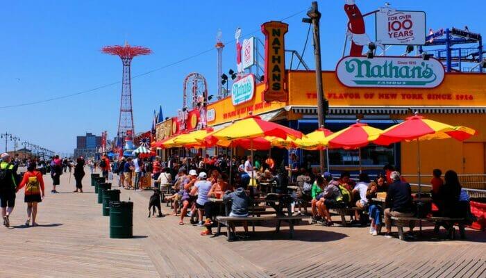 布鲁克林和康尼岛的纽约披萨之旅 - 康尼岛木坂大道