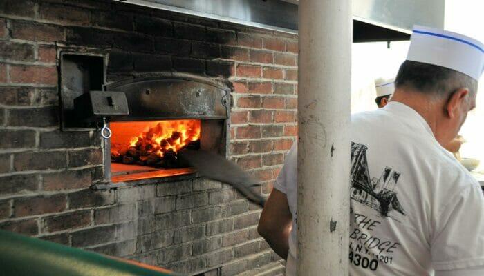布鲁克林和康尼岛的纽约披萨之旅 - 披萨烤箱