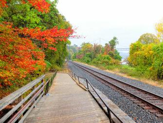 纽约至熊山一日游 - 火车轨道