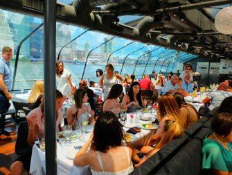 纽约玻璃游船午餐 - 午餐时间