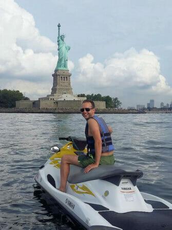 在纽约游泳 - 水上摩托