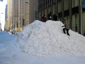 纽约的雪季 - 雪堆