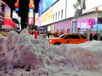 纽约的雪季 - 雪中的时代广场